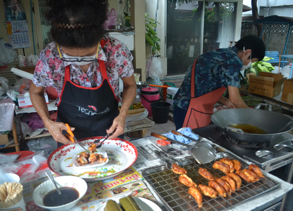 Thai Gyoza, International street food in Bangkok Thailand